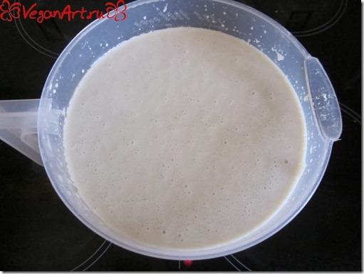 Замешиваем тесто для блинов
