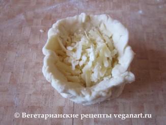 Заворачиваем начинку. Хачапури с сыром